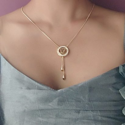 channel-gold-pendant